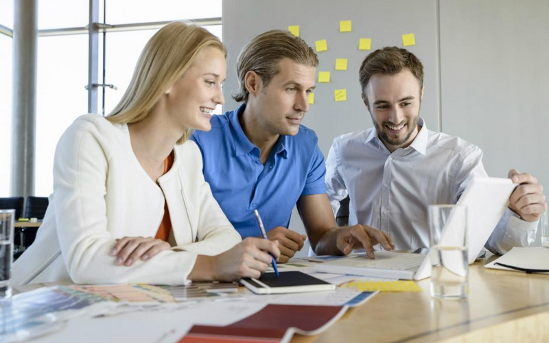 https: img.okezone.com content 2016 09 01 196 1478991 top-family-1-ingin-sukses-jadi-pekerja-profesional-begini-caranya-ZNVYbuFOjH.jpg