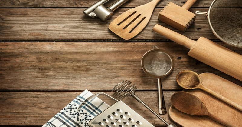 https: img.okezone.com content 2016 09 01 298 1478550 alat-masak-yang-wajib-dimiliki-pemasak-pemula-DGiRm2SzUU.jpg