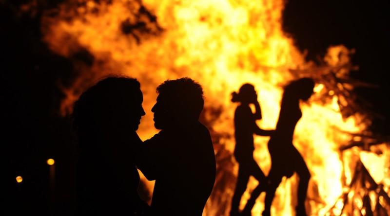 Ilustrasi kebakaran (Foto: Eloy Alonso/Reuters)