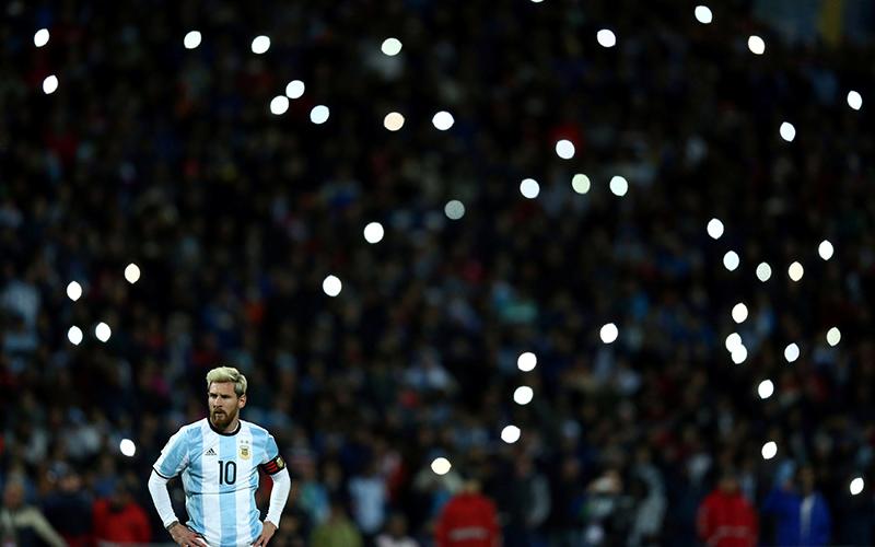 https: img.okezone.com content 2016 09 06 46 1482690 messi-cedera-presiden-barcelona-enggan-salahkan-timnas-argentina-25QhMg0ZBP.jpg