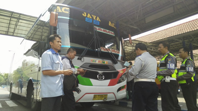 Belasan Bus di Mojokerto Kena Razia Tak Laik Jalan