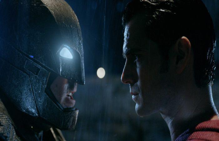 https: img.okezone.com content 2016 09 08 206 1484294 terheboh-mel-gibson-sebut-film-superman-v-batman-dawn-of-justice-terlalu-boros-5JhIaywBO4.jpg