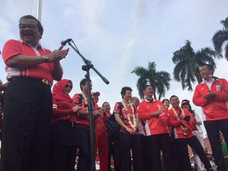Pakde Karwo Sambut Owi/Butet dan Eko di Surabaya