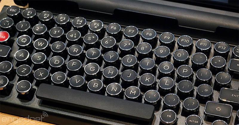 https: img.okezone.com content 2016 09 16 57 1491135 keyboard-ini-bisa-digunakan-di-tiga-perangkat-eMCcuwMfhU.jpg