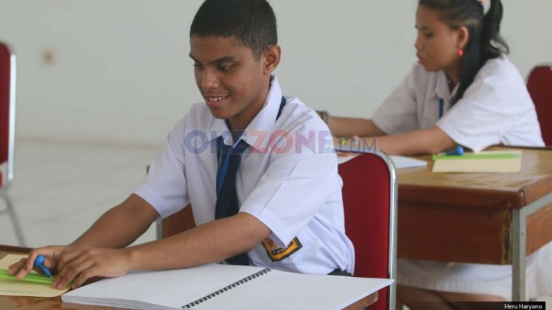 Mahasiswa UI Ciptakan Tongkat Elektronik untuk Tuna Netra