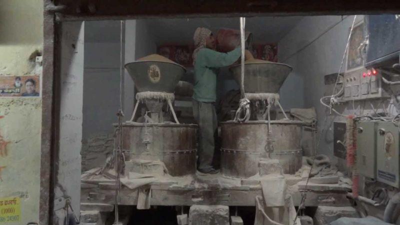 Ilustrasi mesin penggiling tepung di India (Foto: Youtube)