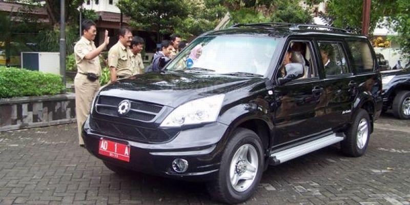 Mobil Esemka pernah dijadikan kendaraan dinas Joko Widodo saat masih menjabat Wali Kota Surakarta (Foto: Okezone)