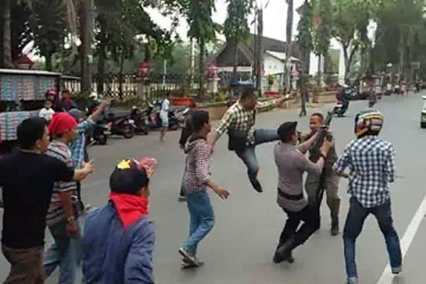 Demo Pendukung Raja Gowa Ricuh, Anggota Satpol PP Dipukuli