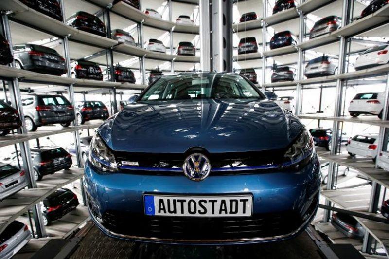 Produksi mobil terlaris Volkswagen, Golf, dihentikan selama 3 hari karena masalah teknis (Foto: Reuters)
