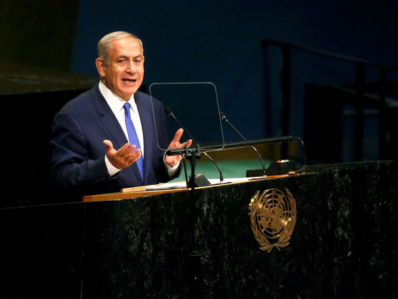Perdana Menteri Israel Benjamin Netanyahu mengundang Presiden Palestina Mahmoud Abbas berpidato di Knesset (Foto: Carlo Allegri/Reuters)
