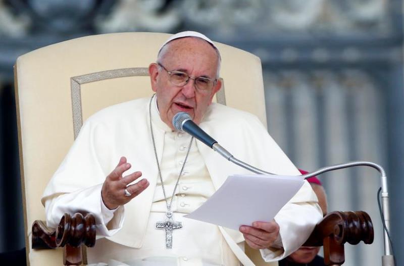 Paus Fransiskus menganggap penyebaran gosip sebagai bentuk terorisme (Foto: Remo Casilli/Reuters)