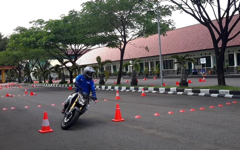 Instruktur Safety Riding Adu Kemampuan Bekendara Motor