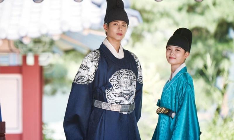 https: img.okezone.com content 2016 09 25 206 1498333 top-movie-3-fans-kecewa-drama-park-bo-gum-yoo-jin-tak-diperpanjang-8JhiFh87hJ.jpg