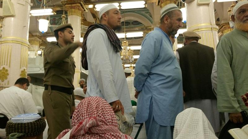 Suasana jelang salat subuh Masjid Nabawi yang ramai oleh jamaah. (Foto: Mohammad Saifulloh/Okezone)