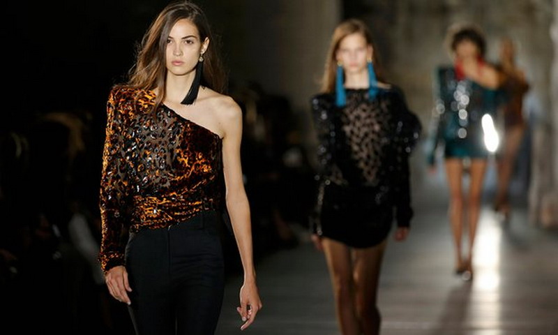 https: img.okezone.com content 2016 09 29 194 1501641 kampanye-free-nipples-untuk-kesetaraan-gender-di-paris-fashion-week-HxX3d7AB8Q.jpg