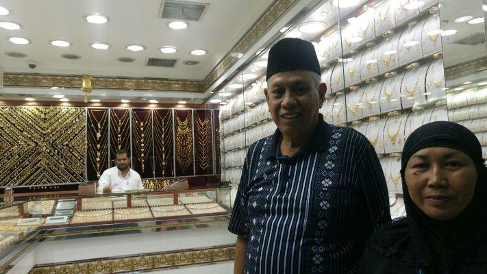 Jamaah Haji Berburu Emas (Foto: Muhammad Saifullah)