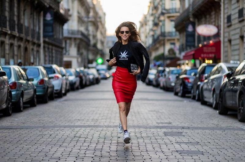 https: img.okezone.com content 2016 10 06 194 1507769 5-tren-kecantikan-dari-paris-fashion-week-2017-XN9I3zGOzF.jpg