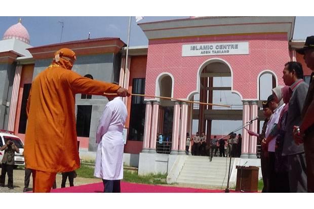 Pelaksanaan Hukuman Cambuk di Aceh Tamiang Ricuh, Algojo Diprotes