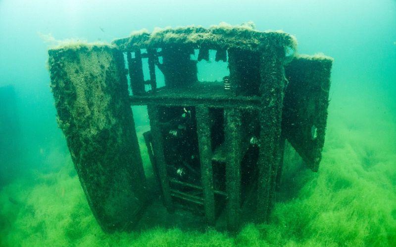 https: img.okezone.com content 2016 10 08 406 1509731 ngeri-ada-penjara-di-bawah-laut-E5Wro4EeBJ.jpg