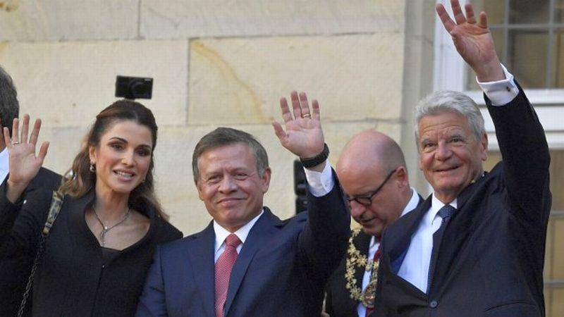 https: img.okezone.com content 2016 10 09 18 1509965 raja-yordania-abdullah-ii-raih-hadiah-perdamaian-dari-jerman-1xs2PdrUEW.jpg