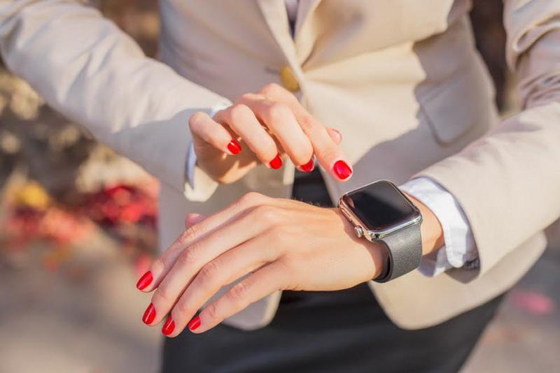 https: img.okezone.com content 2016 10 10 194 1511005 smart-watch-jam-tangan-canggih-sekaligus-fashionable-part-ii-end-YMP5dKXuay.jpg
