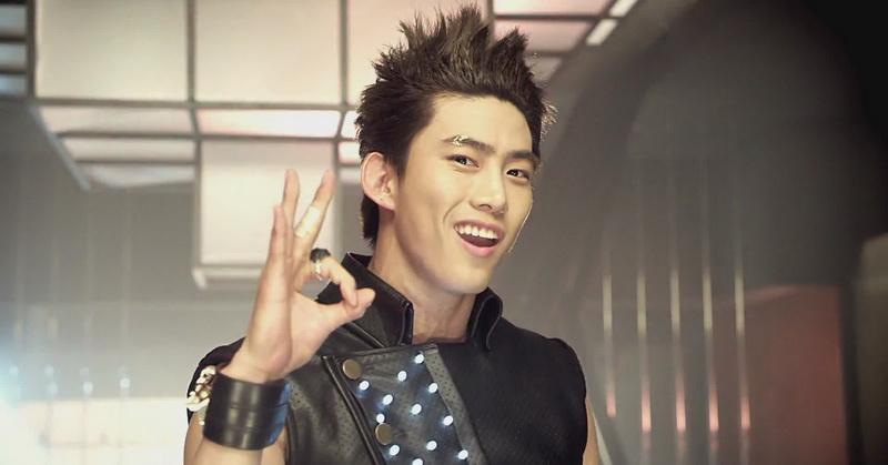 https: img.okezone.com content 2016 10 10 206 1511085 taecyeon-2pm-jadi-bintang-utama-house-on-top-of-time-eoUy8nmNgT.jpg