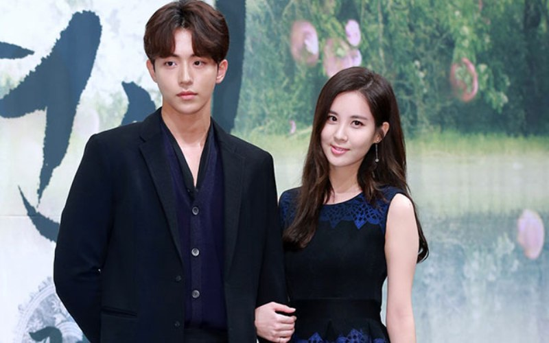 https: img.okezone.com content 2016 10 12 33 1512302 foto-fans-baper-seohyun-snsd-bareng-nam-joo-hyuk-bkZDOhDnAC.jpg