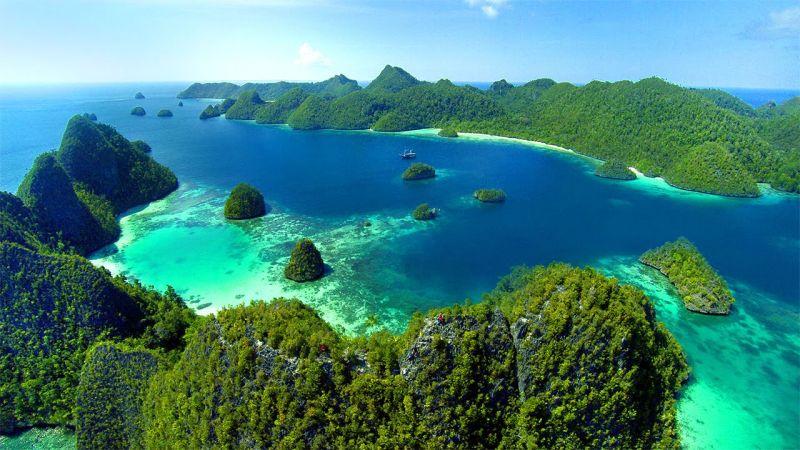 Rasanya akan bangga ketika Anda sudah bertandang ke pulau cantik di Papua Barat itu.