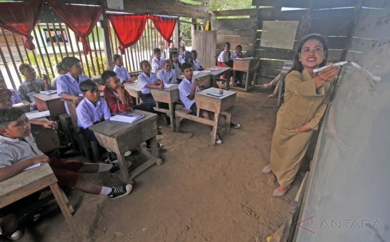 Sekolah memprihatinkan di Dusun Lima, Poso (Foto: Antara)