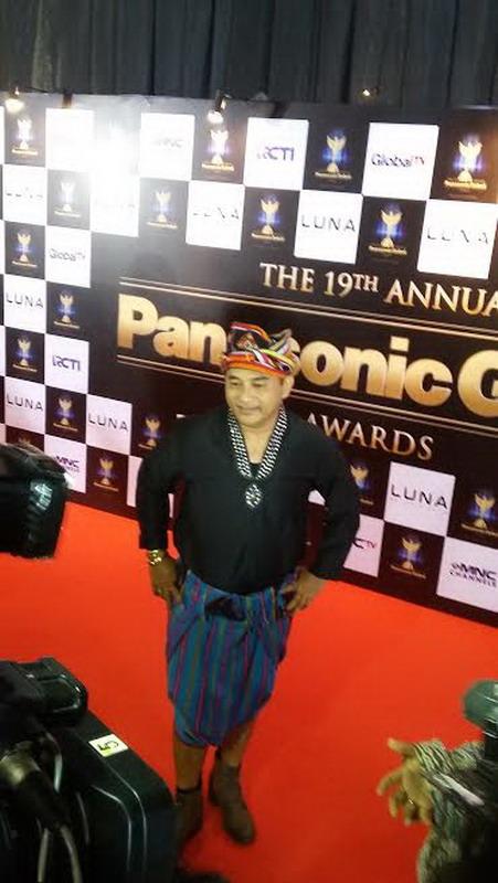 https: img.okezone.com content 2016 10 14 194 1515254 panasonic-awards-2016-jeremy-teti-tampil-dengan-busana-dari-india-R2T9GrAYJY.jpg