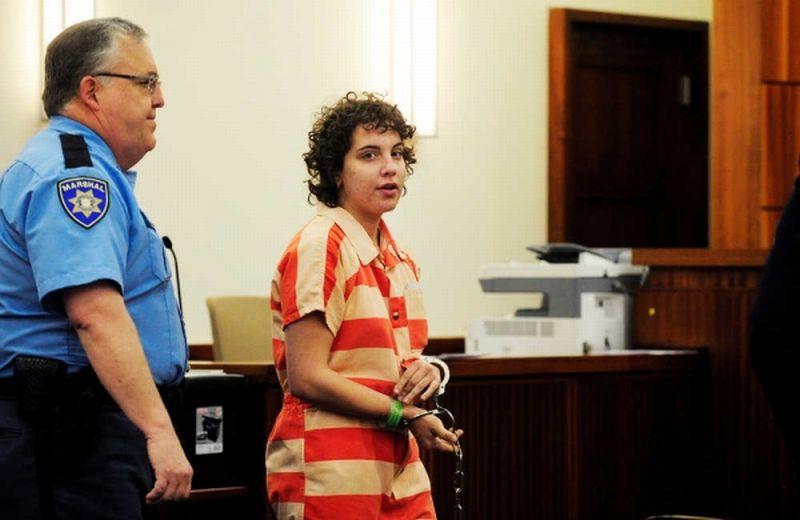 Foto ketika Crystal Brooke Howell menghadiri sidang pembunuhan ayahnya (Foto: News Times Columbia County)