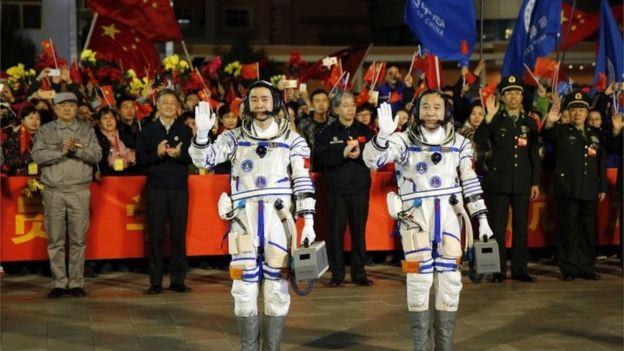 Roket Shenzhou China Telah Menembus Angkasa