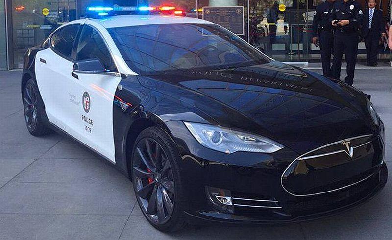 Tesla Model S (Autoguide)