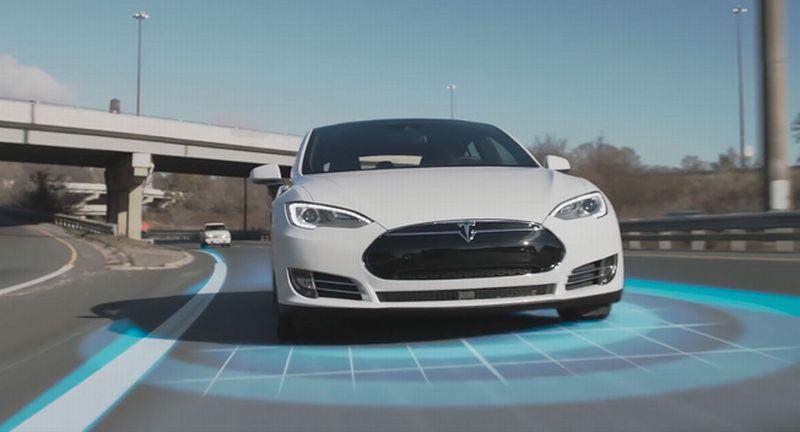 Ilustrasi mobil otonom Tesla (foto: Leftlanenews)