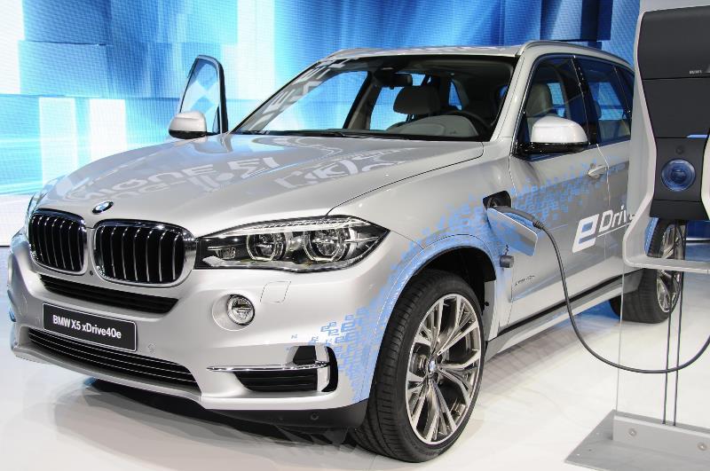 BMW X5 hybrid yang sempat hadir di pameran automotif GIIAS 206 (insideevs)