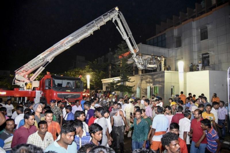 Kebakaran melanda Rumah Sakit Sum di Bhubaneswar, India (Foto: AFP)