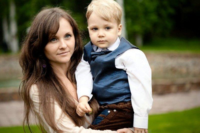Anna Ozhigova dan putranya, Gleb. (Foto: East2West News/Metro)