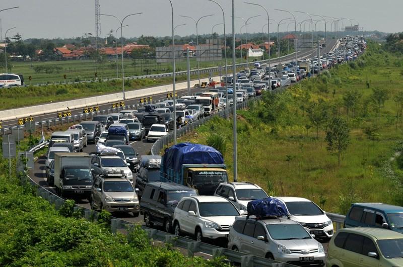 Kemacetan panjang di Tol Brebes Timur saat arus mudik Idul Fitri 1437 Hijriah (Antara)