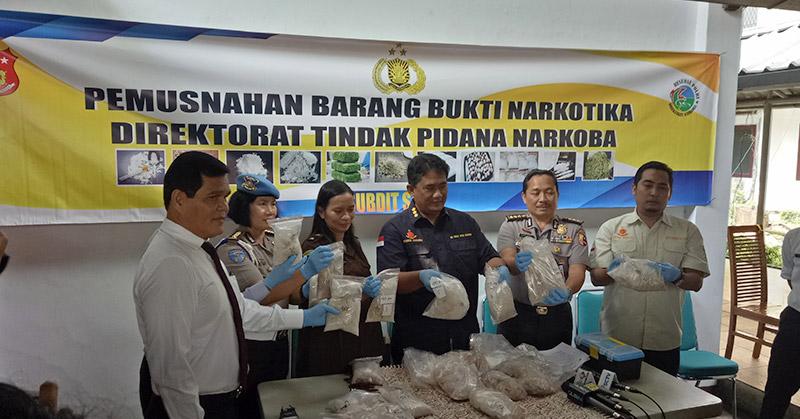 Mabes Polri saat pemusnahan barang bukti narkoba. (Foto: Puteranegara/Okezone)