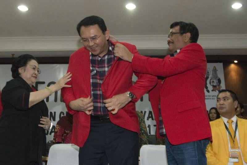 Ahok-Djarot saat mendaftar ke KPU DKI (Foto: Antara)