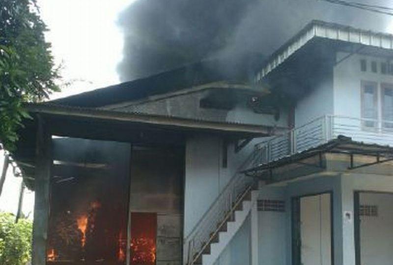Kebakaran Gudang Karung (Foto: Putra R/Okezone)