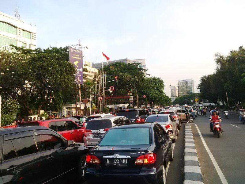 Kemacaten terjadi di jalanana Lapangan Banteng arah Tugu Tani (Foto: Ferio/Okezone)