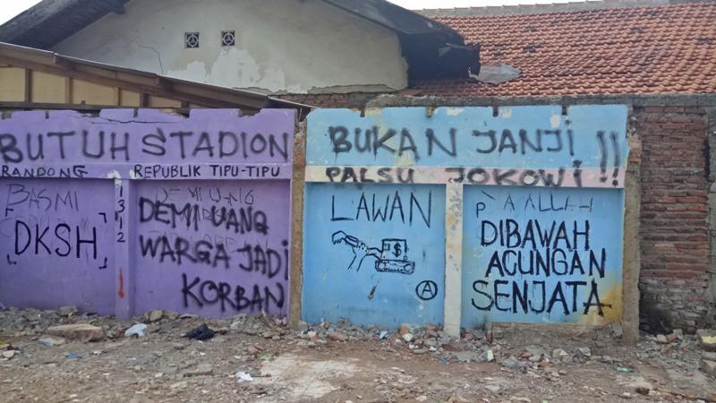 Coretan dinding di bekas bangunan yang tergusur di Bukit Duri, Jakarta Selatan (Puteranegara/Okezone)