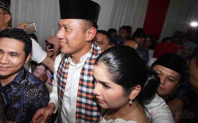 Bacagub DKI Agus Yudhoyono beserta istri (Foto: Okezone)