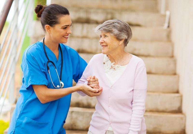 https: img.okezone.com content 2016 10 21 481 1520990 alasan-wanita-menopause-lebih-rentan-mengalami-osteoporosis-BHonxTQvPd.jpg