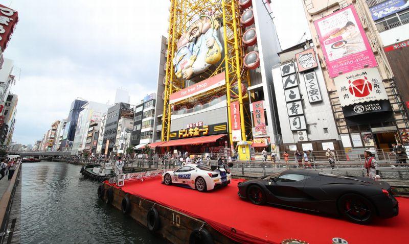 Ultah Ke-50, Ferrari Jepang Mengadakan Pesta di Atas Sungai