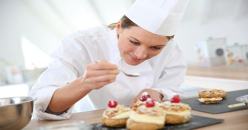 https: img.okezone.com content 2016 10 24 298 1522702 chef-muda-di-tanah-air-masih-harus-banyak-belajar-ex9WvWu6es.jpg