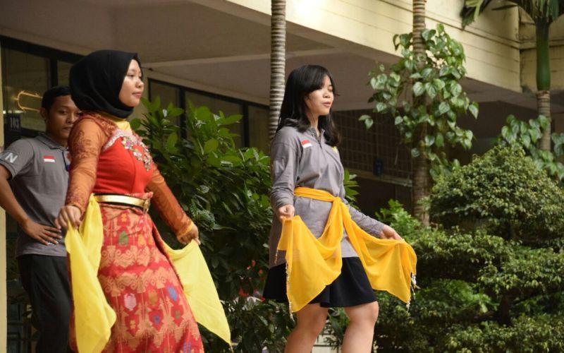 Mahasiswa Unnes Ajarkan Tarian Denok Semarang di Vietnam