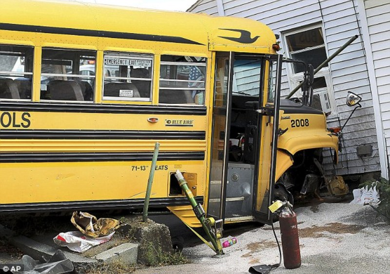 Bus Sekolah Tabrak Rumah, Lima Anak Jadi Korban