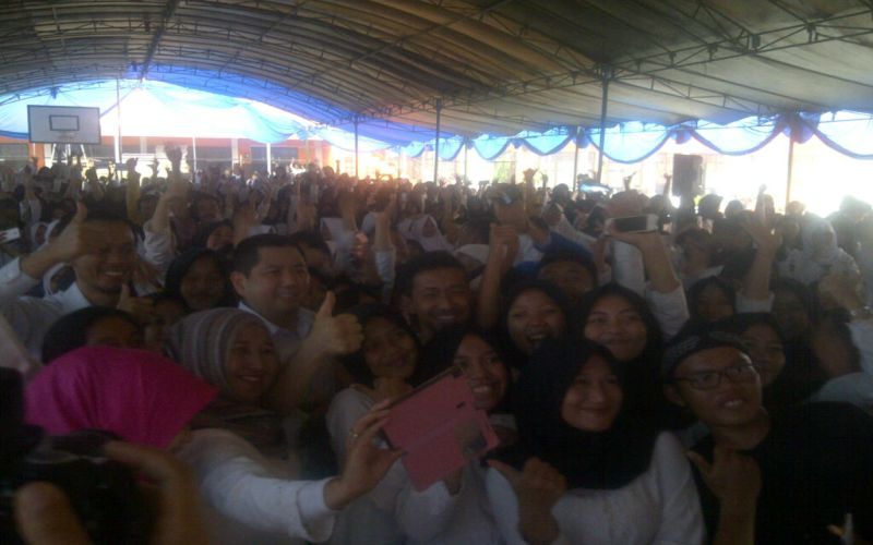 Para Siswa SMKN 3 Baleendah Berebut Selfie dengan Hary Tanoe